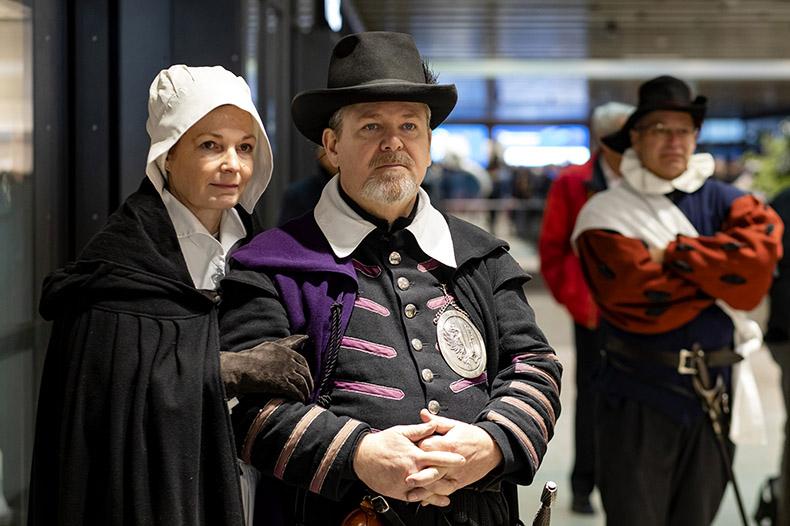 Couple en costume d'époque lors de l'inauguration du Léman Express