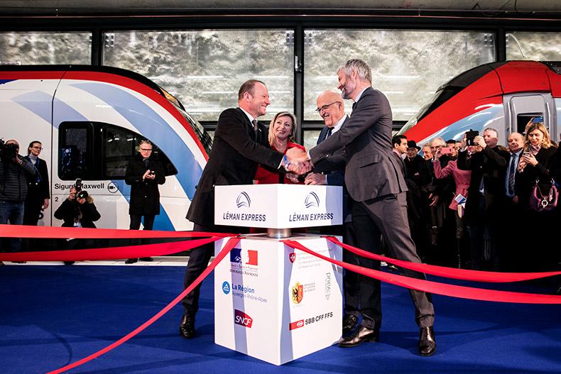 Serge Dal Busco, Nuria Goritte, Christian Monteil et Laurent Wauquiez se serrant la main lors de l'inauguration du Léman Epress