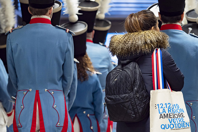 Personnes de dos lors de l'inauguration du Léman Express