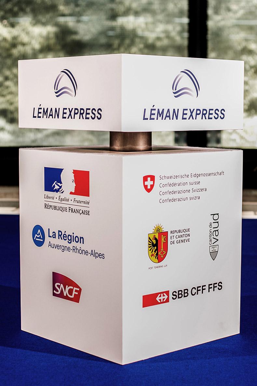 Le podium de la cérémonie d'inauguration du Léman Express