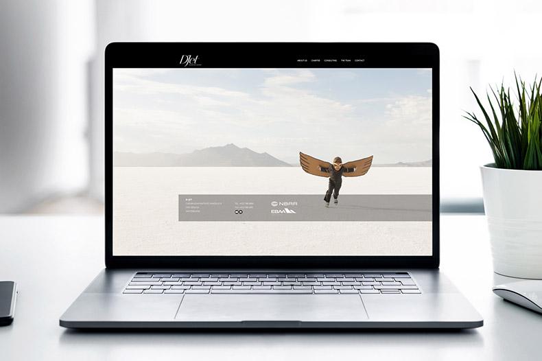 Ordinateur portable avec le site internet de DJet