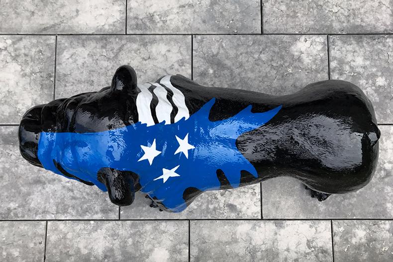 Tête de chien Fabbrik bleu et noir vu de dessus