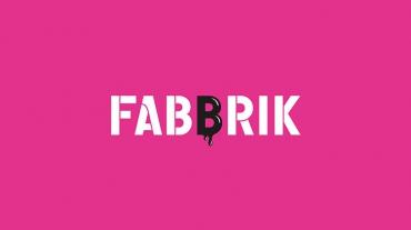 Logo Fabbrik sur fond rose